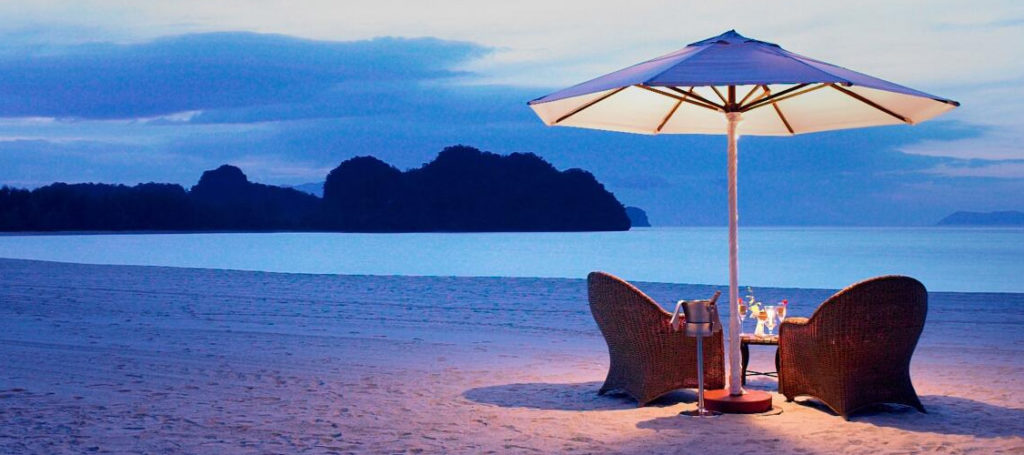 Honeymoon destinations in India- candle light dinner